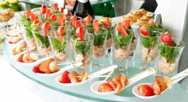 Топ идей, как красиво украсить на детский день рождения стол и блюда